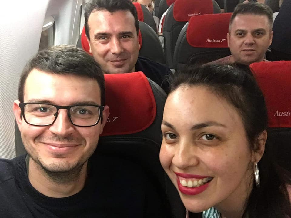 Селфи со Заев на авио линија Виена – Скопје (ФОТО)