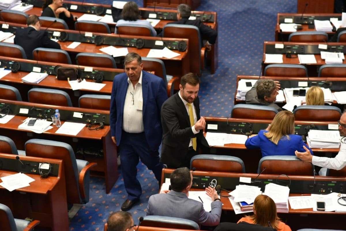 Пратениците од ВМРО-ДПМНЕ не сакаат Армија на Северна Македонија, ама сакаат плати од Собрание на Северна Македонија