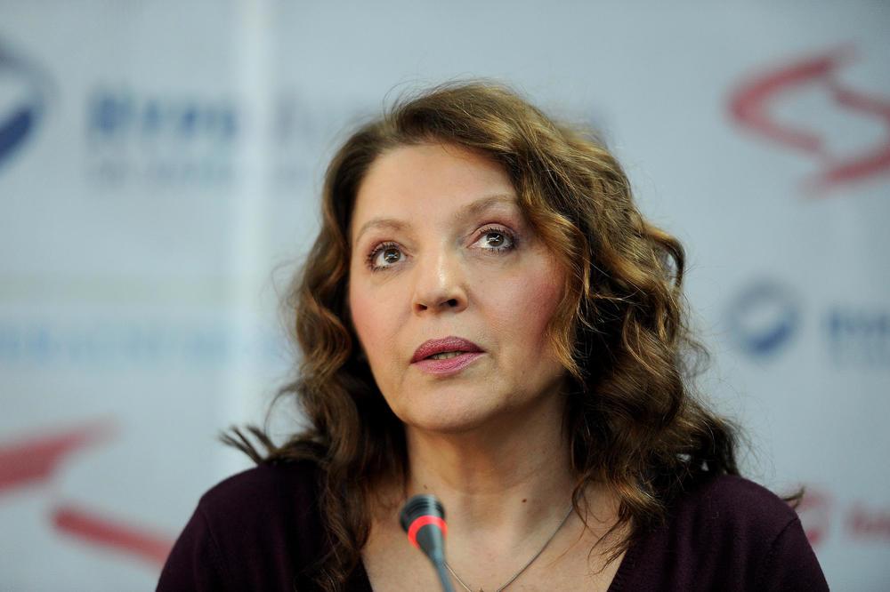 НА БАРАЊЕ НА ФАНОВИТЕ: Мирјана Карановиќ во бикини се пофали дека ослабела 14 кг