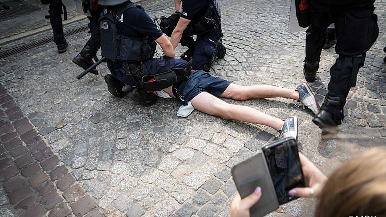 Уапсени 25 лица поради нападите на парадата на гордоста во Полска