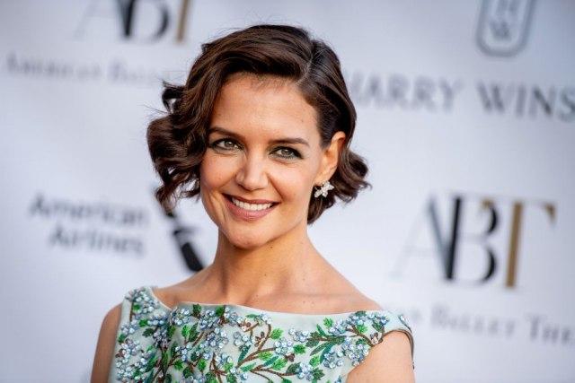 Нема да ја препознаете! Познатата актерка целосно го променила стилот и изгледа неверојатно секси!