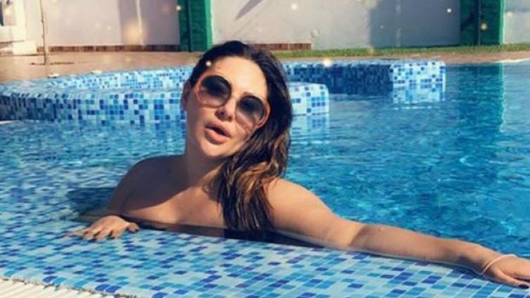 Ана Николиќ објави провокативна слика од плажа, сите ги коментираат нејзините секси купачи