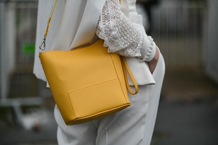 Секоја жена од стил треба да знае: Вака се носат белите пантолони!