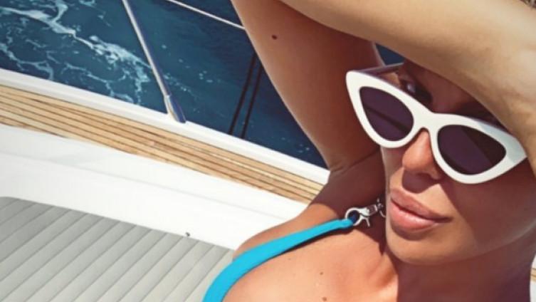 Карлеуша ужива во Хрватска: Објави жешка фотографија и направи хаос на интернет