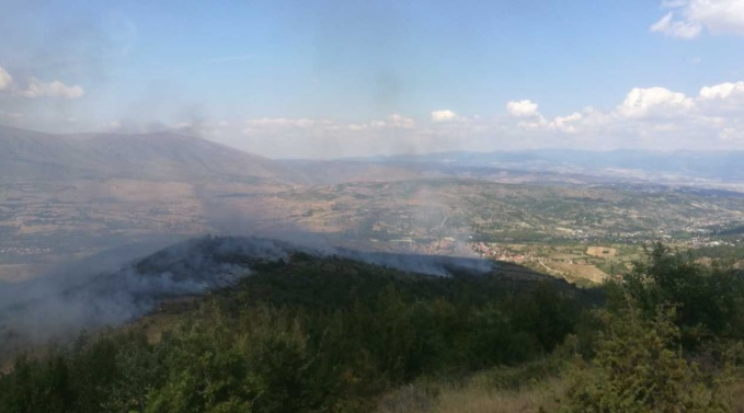 Пожар му се заканува на скопското село Буковиќ
