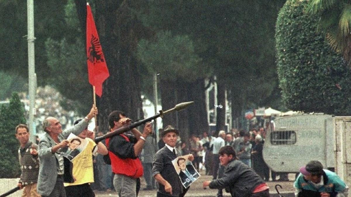 21 година од насилните протести во Албанија, објавени невидени снимки и фотографии