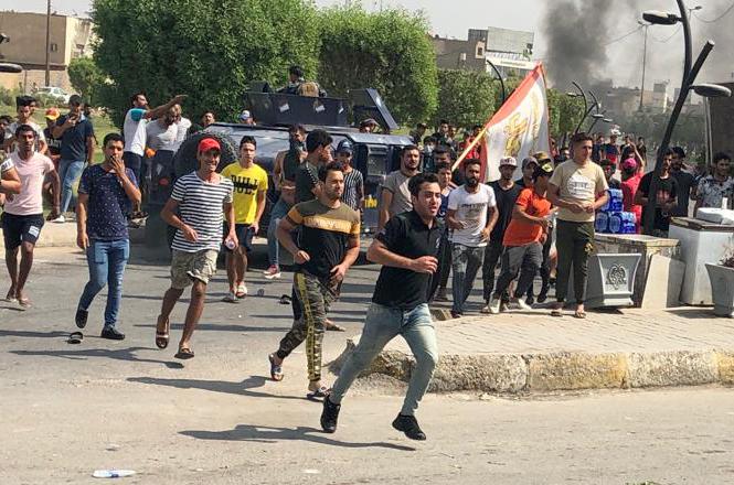 Демонстратите блокираат патишта во Ирак