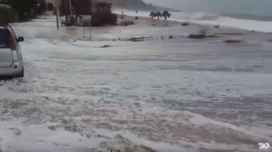 НЕВРЕМЕТО НА ЈАДРАНОТ НЕ ЈА ОДБЕГНА НИТУ АЛБАНИЈА: Огромни бранови и силен ветар направија хаос во Химара