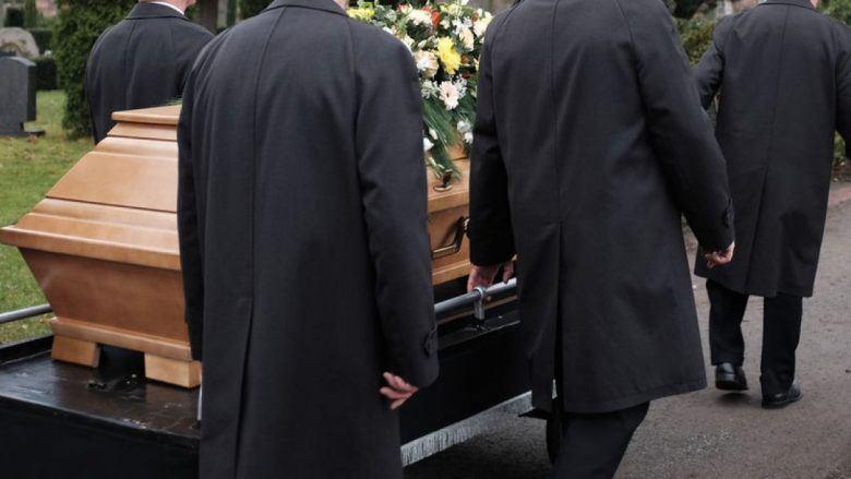 Во Германија има недостиг на вработени – носачи на ковчези