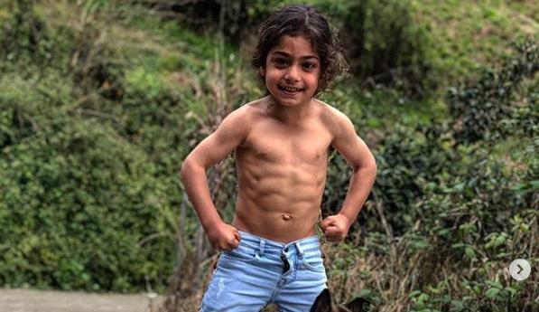 МИНИ МАРАДОНА: Фудбалски гениј, најсилното дете на светот!