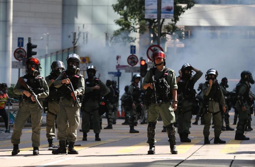 САД со осуда за насилствата низ улиците на Хонг Конг