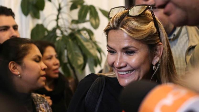 Анес Жанин подготвена да ја преземе функцијата шеф на држава, по оставката на Моралес