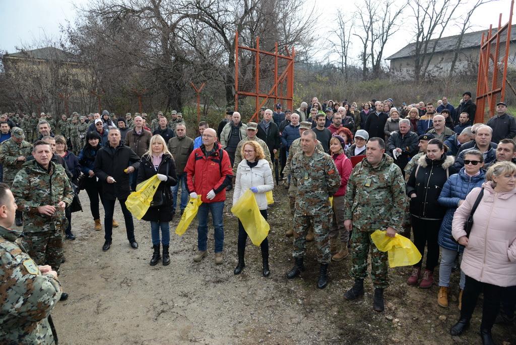 Армијата и одбраната активно се вклучија во денешната акција за чистење на животната средина