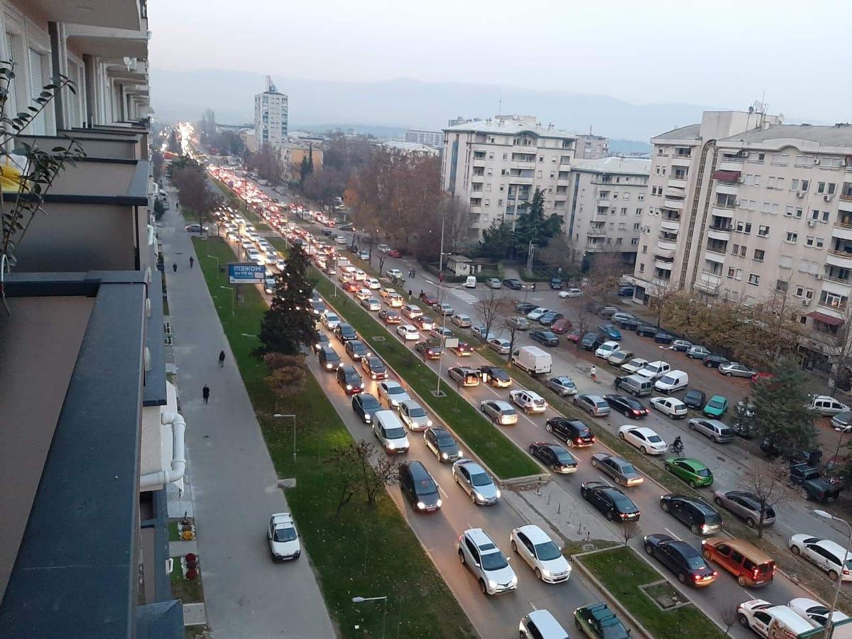 Општ хаос низ Скопје: Цел град е закочен