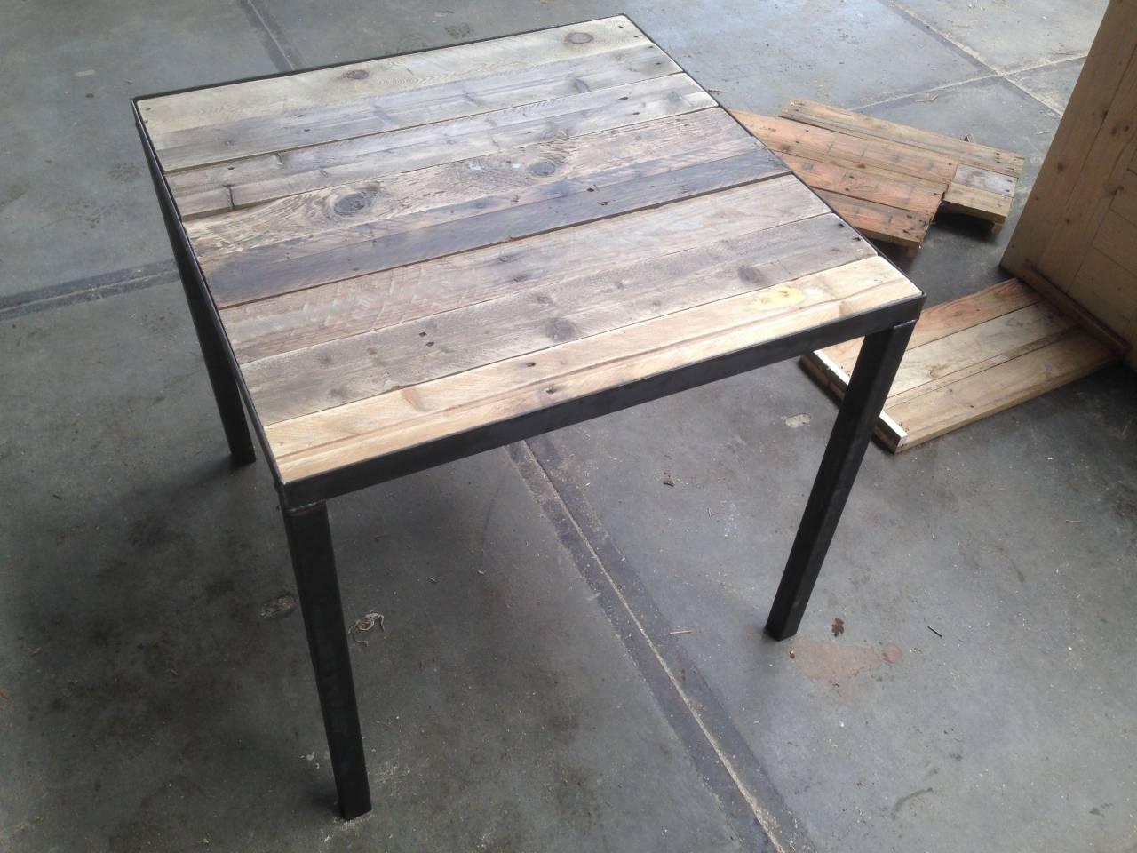 Stalen Onderstel Tafel : Horeca tafel met sloophout blad en stalen frame en onderstel