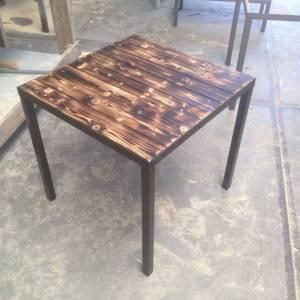 Horeca tafel Burn van sloophout en een stalen frame en onderstel