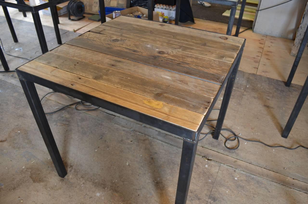 Horeca tafel met sloophout blad en stalen frame en onderstel for Meubels horeca