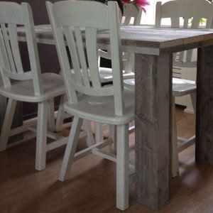 Tafel van steigerhout met grove poten