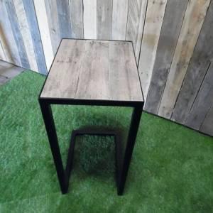 Bijzet tafel eiken sloophout blad met stalen frame en onderstel