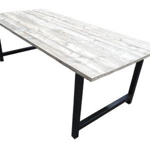 Tafel met steigerhout blad en stalen onderstel met tussenstang