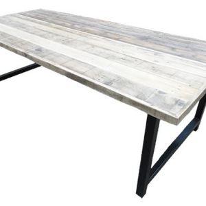 Tafel met sloophout breed blad en stalen onderstel met tussenstang