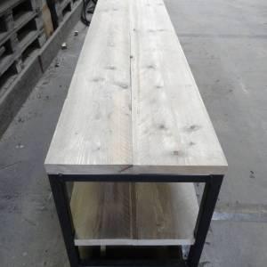 Tv meubel van steigerhout en staal
