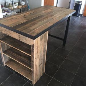 Keukentafel van eiken sloophout en stalen onderstel