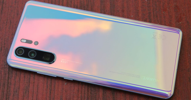 Huawei P30 Pro – Next to iPhone 11 Pro Max
