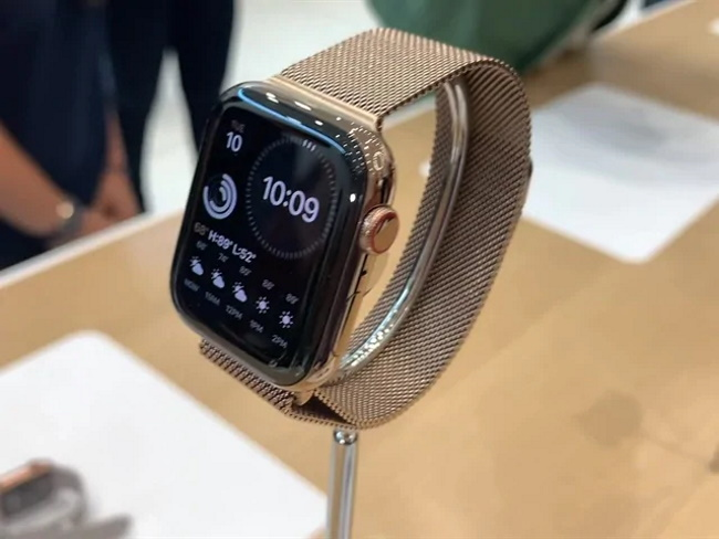What is life of Smartwatch