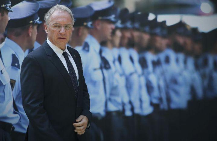 Žvižgač iz policije: »Na policiji je veliko politično nastavljenega kadra, prek katerega uhajajo zaupne informacije.«