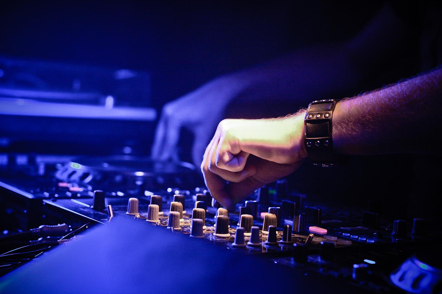 dj-in-the-mix-picjumbo-com