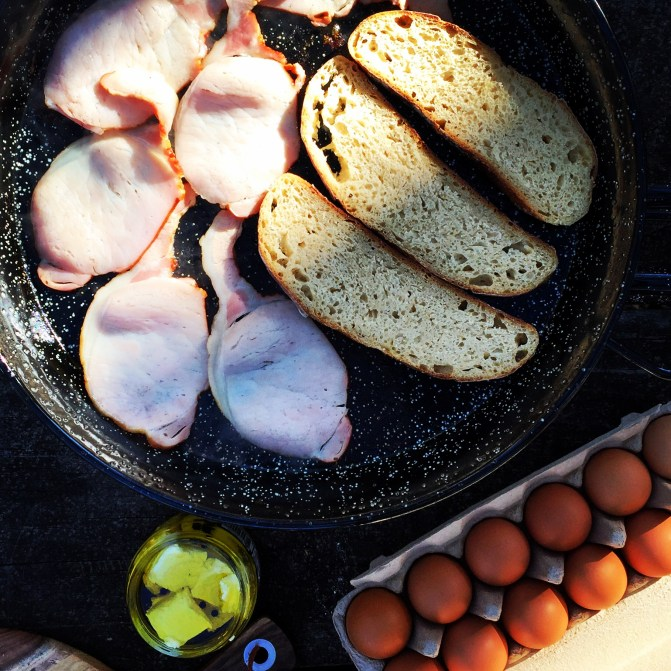 bacon and eggs, paellera, camping, food photographer, melbourne food blogger