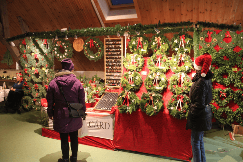 halmstad-christmas-market-stall-outdoors