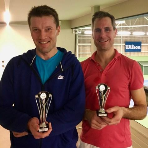 Björn Nyman t.v. blev mästare i HSB efter en stenhård match mot Fredrik Jerselius.