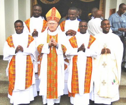 nairobi-deacons-and-priest-