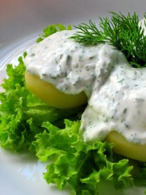 Картопля зі сметанно-часниковим соусом