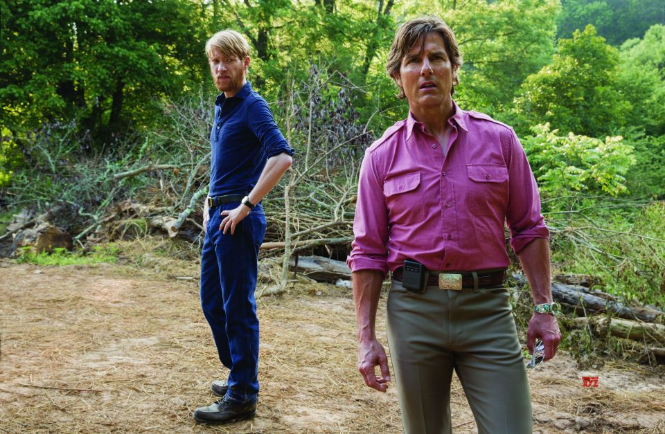 Tom Cruise and Domhnall Gleeson in American Made