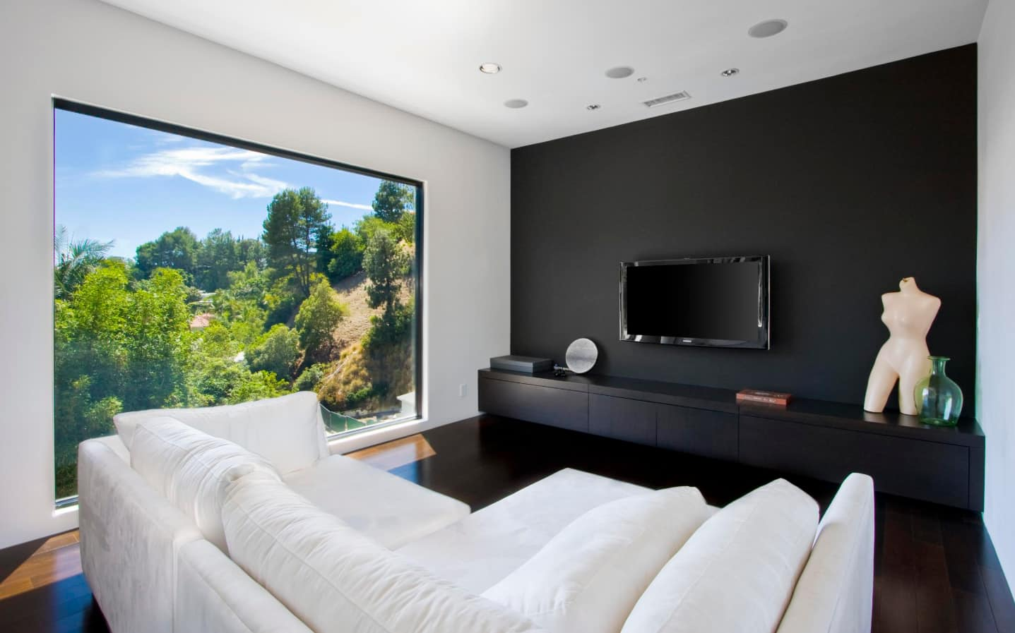 Breaking Stereotypes With Black Accent Wall Living Room