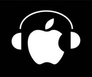 apple-w-headphones