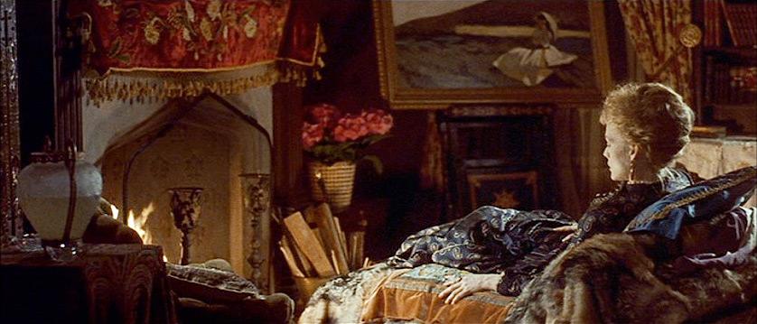Michelle Pfeiffer as countess Ellen Olenska.