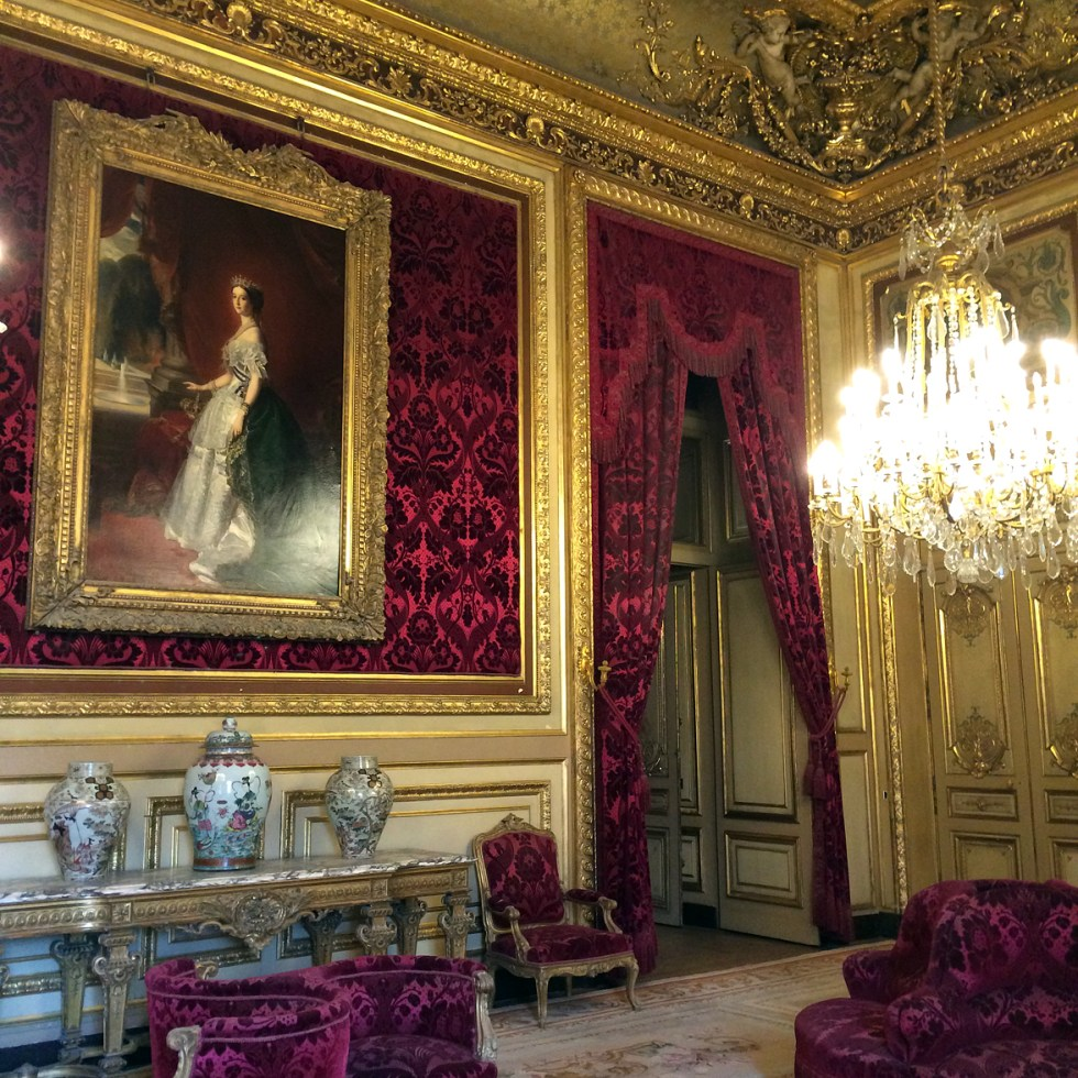 (above) From the Grand Salon you enter the Salon théâtre.