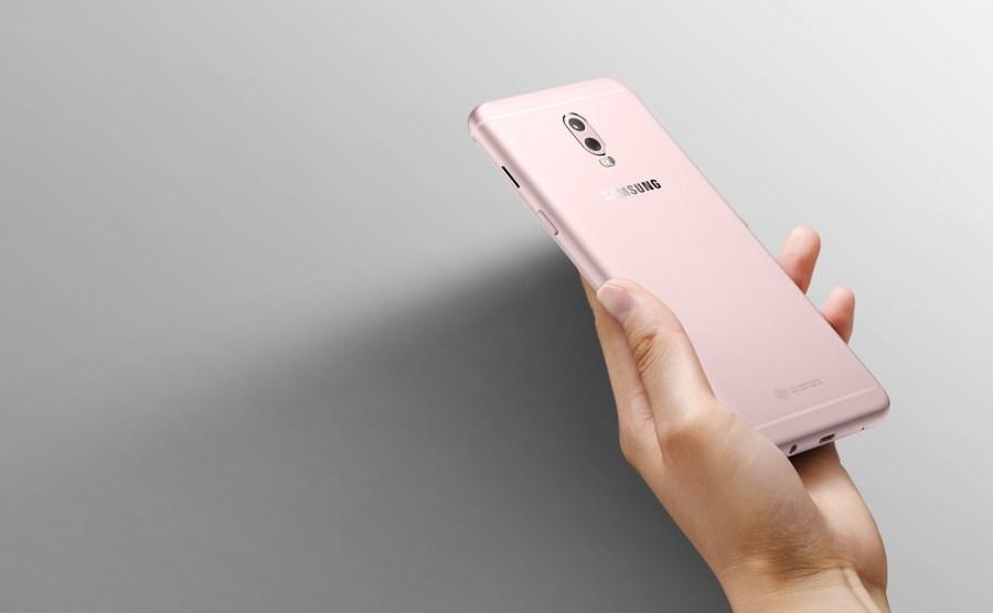 Render oficial del dorso del Samsung Galaxy C8 rosa metalizado.