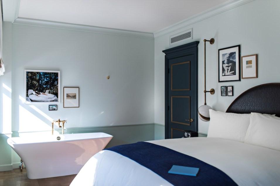 Corner Suite 4 - Benoit Linero