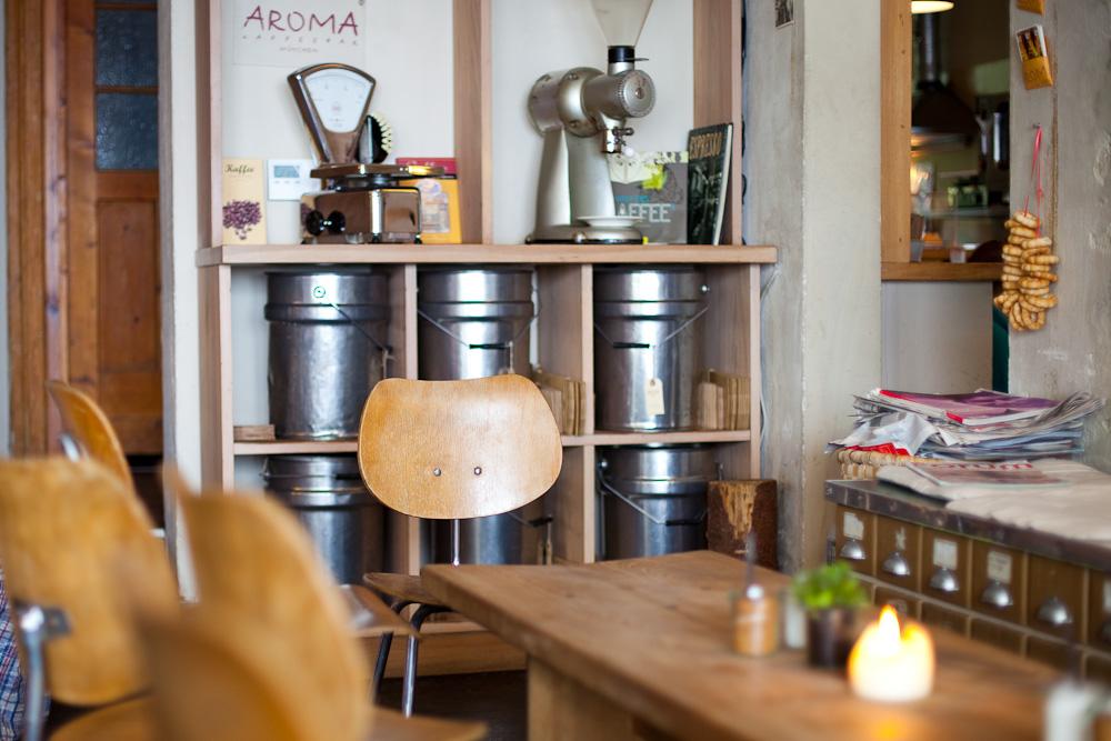 Café + Deli Aroma