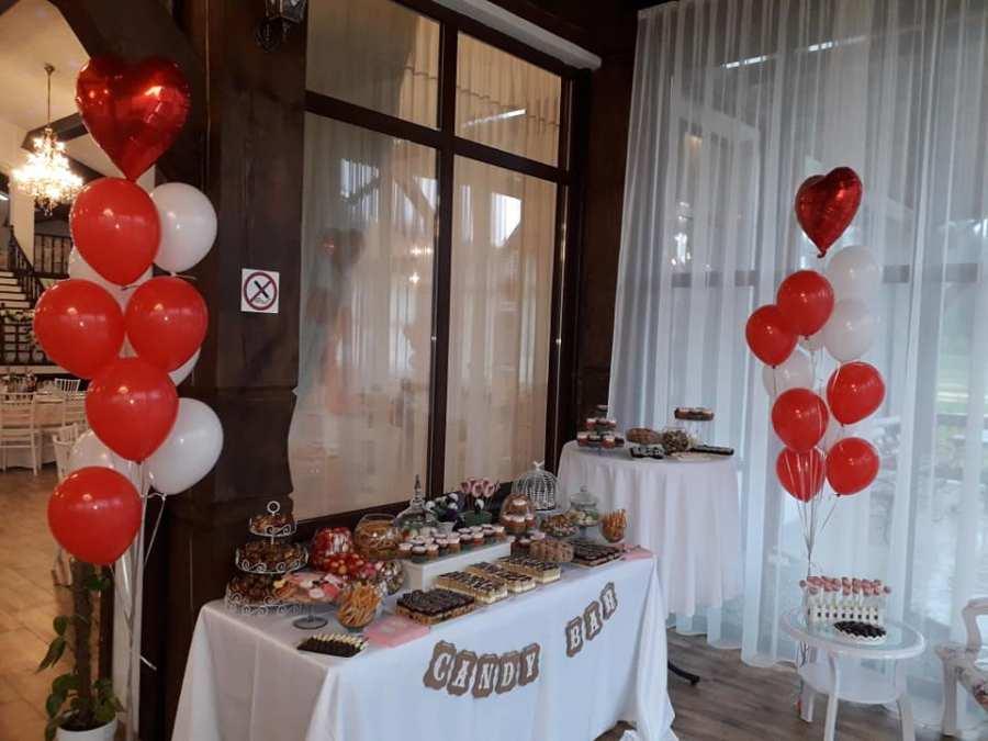 Decoratiuni Love - inimi rosii si albe- www.smartbalon.ro