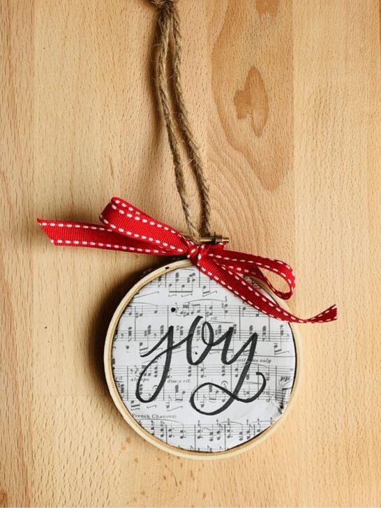brushlettering embroidery hoop christmas ornament