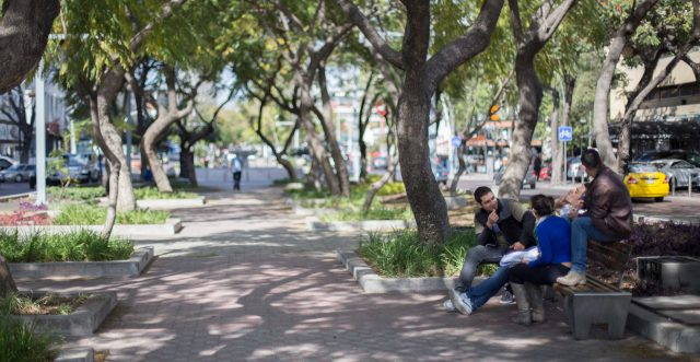 Pedestrians First: A New Tool for Walkable Smart Cities