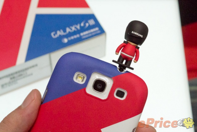 galaxy-s-iii-premium-pack-british-royal-guard-miniature