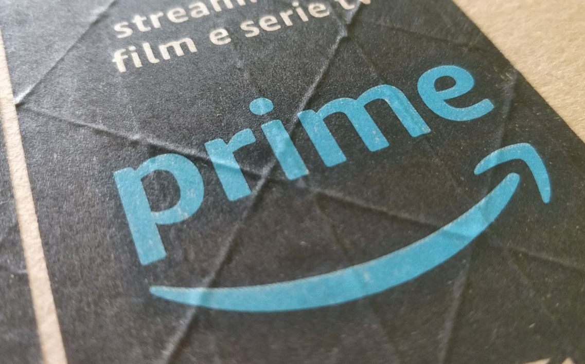 Amazon Prime Logo Header Karton Paket