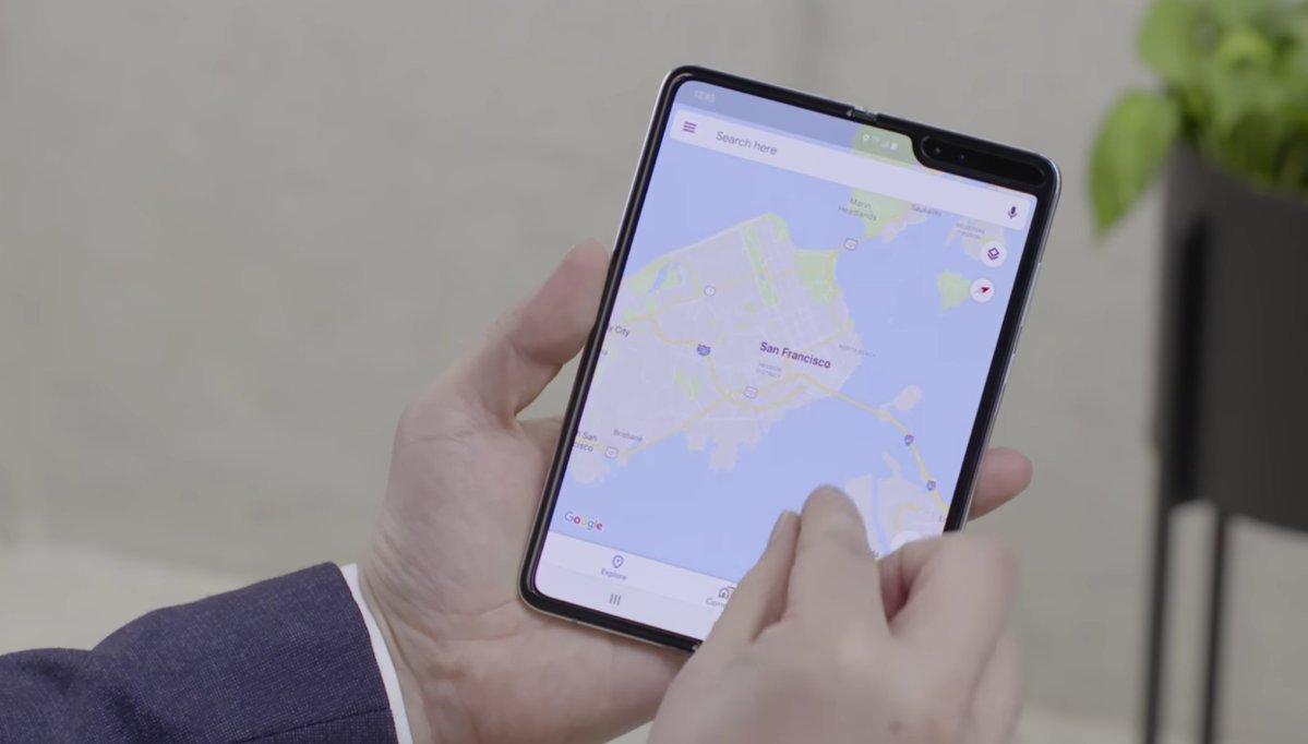Samsung Galaxy Fold Header aufgeklappt